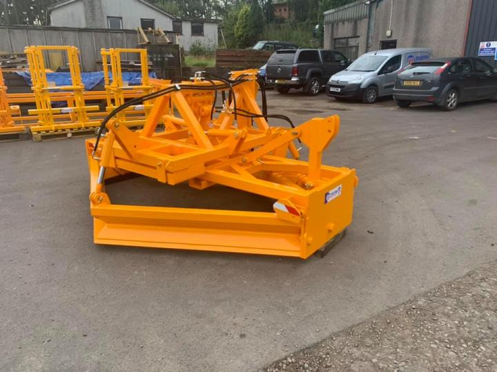3m Road Grader with 3 point linkage end mounting