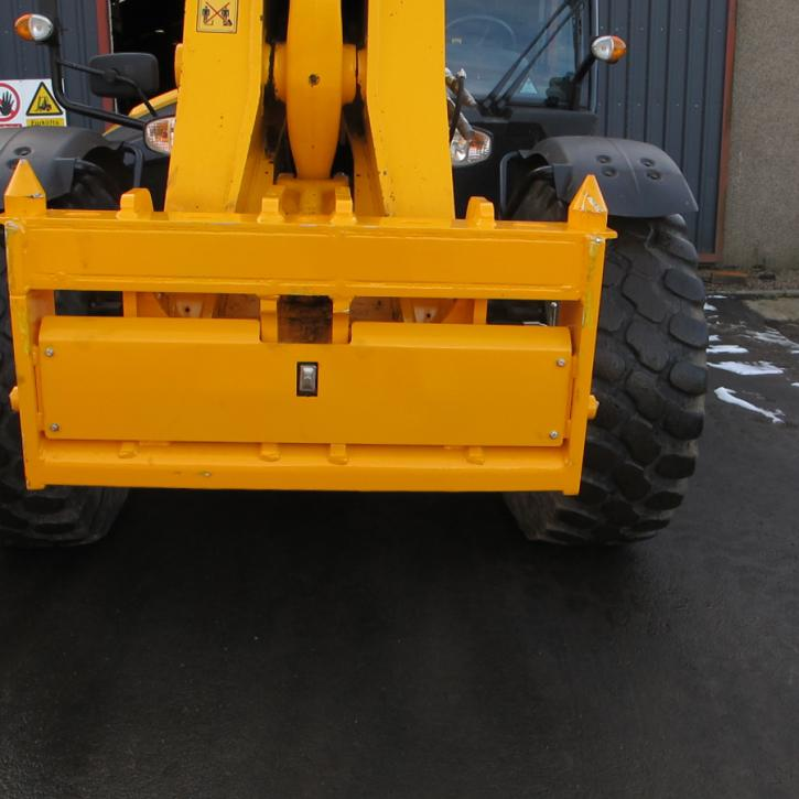 JCB 5650 - Pin & Cone Quick Hitch Adapter