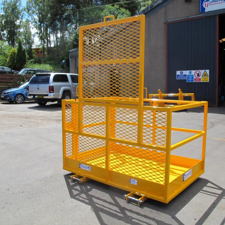 Access Platform with removable rear extension and fork pockets