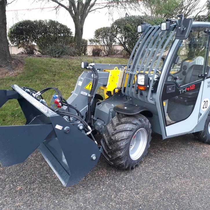 4 in 1 Bucket for a Wacker Neuson TH412
