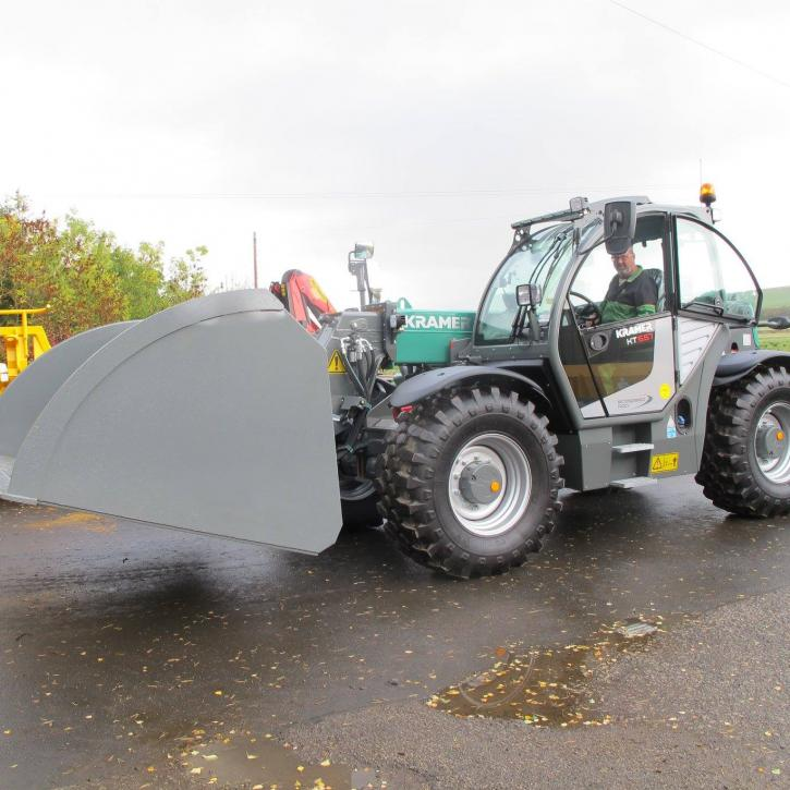 3.5 ton Hi-Tip Bucket with recessed undercarriage for Kramer KT557